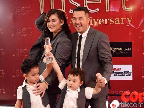 Sissy Priscilla dan Rifat Sungkar saat menghadiri Insert Awards.
