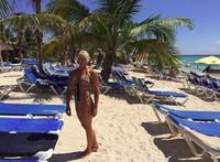 Lihatlah gayanya saat berbikini di pantai memamerkan ototnya di Costa Maya, Meksiko. (lyndajager/Instagram)