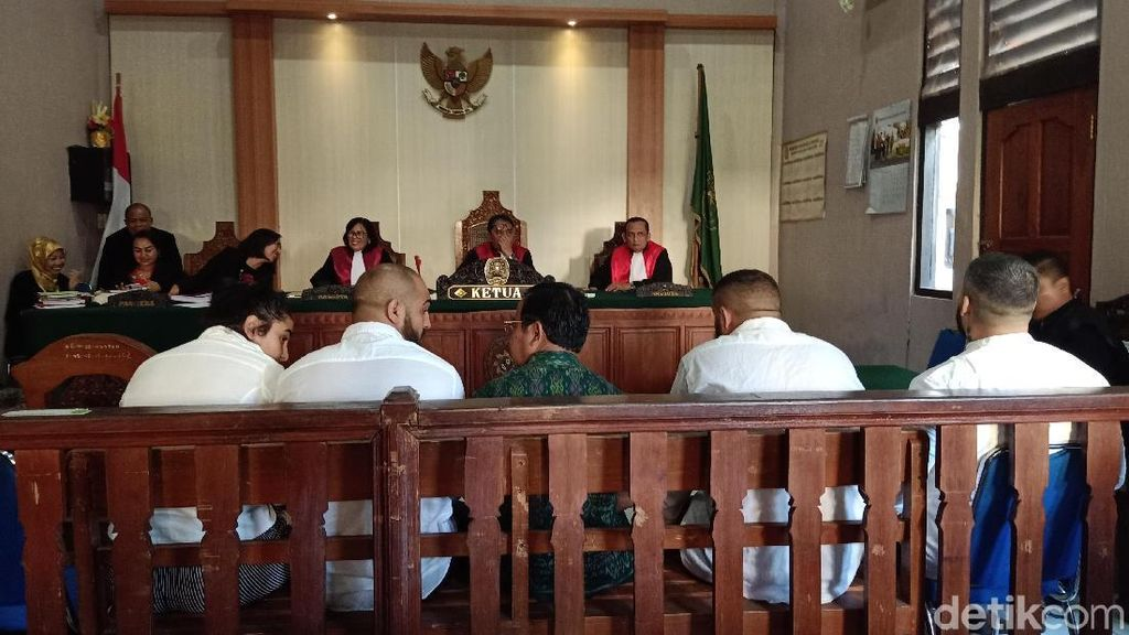 3 WN Rumania Pembobol Rekening Turis di Bali Divonis 8 Bulan Bui