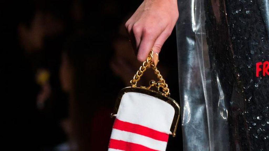 Tas Kaleng Kerupuk Viral, Ini Deretan Tas yang Bentuknya Bikin Ngakak