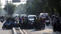 Terlalu! Pemotor Ramai-ramai Lawan Arus di Jakarta Timur