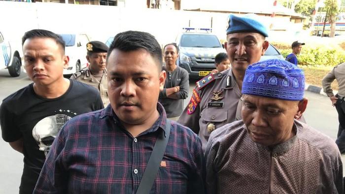 Abah Grandong (Berpeci Biru) (Rolando/detikcom)