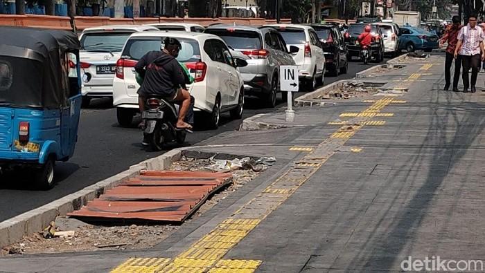 Foto: Revitalisasi trotoar di Jakarta (Rachman Haryanto)