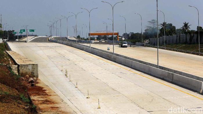 Pembangunan Tol Cimanggis-Cibitung terus dikerjakan. Jalan tol yang menjadi bagian dari Jakarta Outer Ring Road 2 ini dijadwalkan beropersi pada 2020.