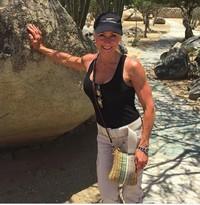 Lynda juga pernah berkunjung ke Aruba, sebuah negara kepulauan yang berada di selatan Laut Karibia. (lyndajager/Instagram)