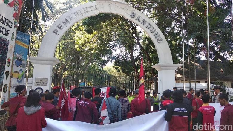 Soroti Korupsi, Mahasiswa Desak Pemkot Bandung Evaluasi PD Pasar
