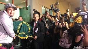 Jenazah Yana Zein Disalatkan dan Dimakamkan di TPU Gandul