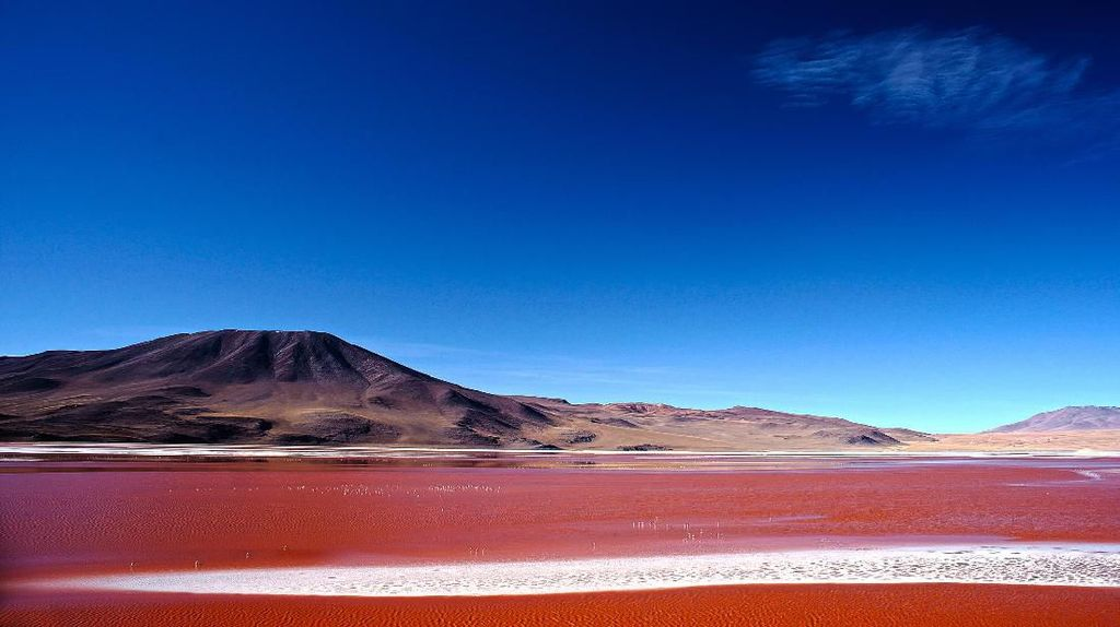 Danau Darah yang Cantik Tapi Beracun