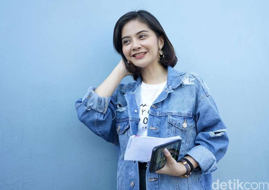 Keep Smile! Senyum Tiwi Eks T2 saat Tersandung Kasus Hukum