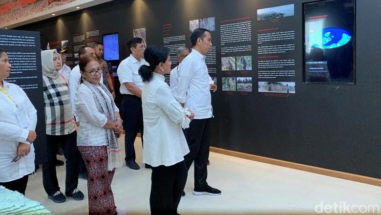 Presiden Jokowi di Kaldera Toba (Ray Jordan/detikcom)