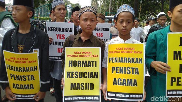 Peserta aksi di Polres Bogor.