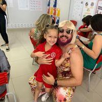 Istri Meninggal, Pria Ini Berdandan Jadi Wanita di Hari Ibu Demi Anak
