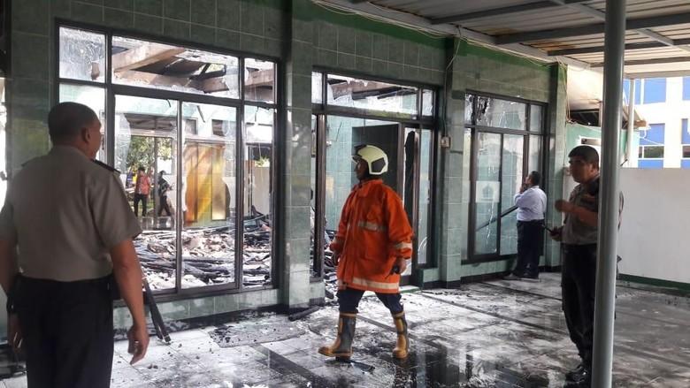 Korsleting Listrik, Masjid di Cengkareng Terbakar