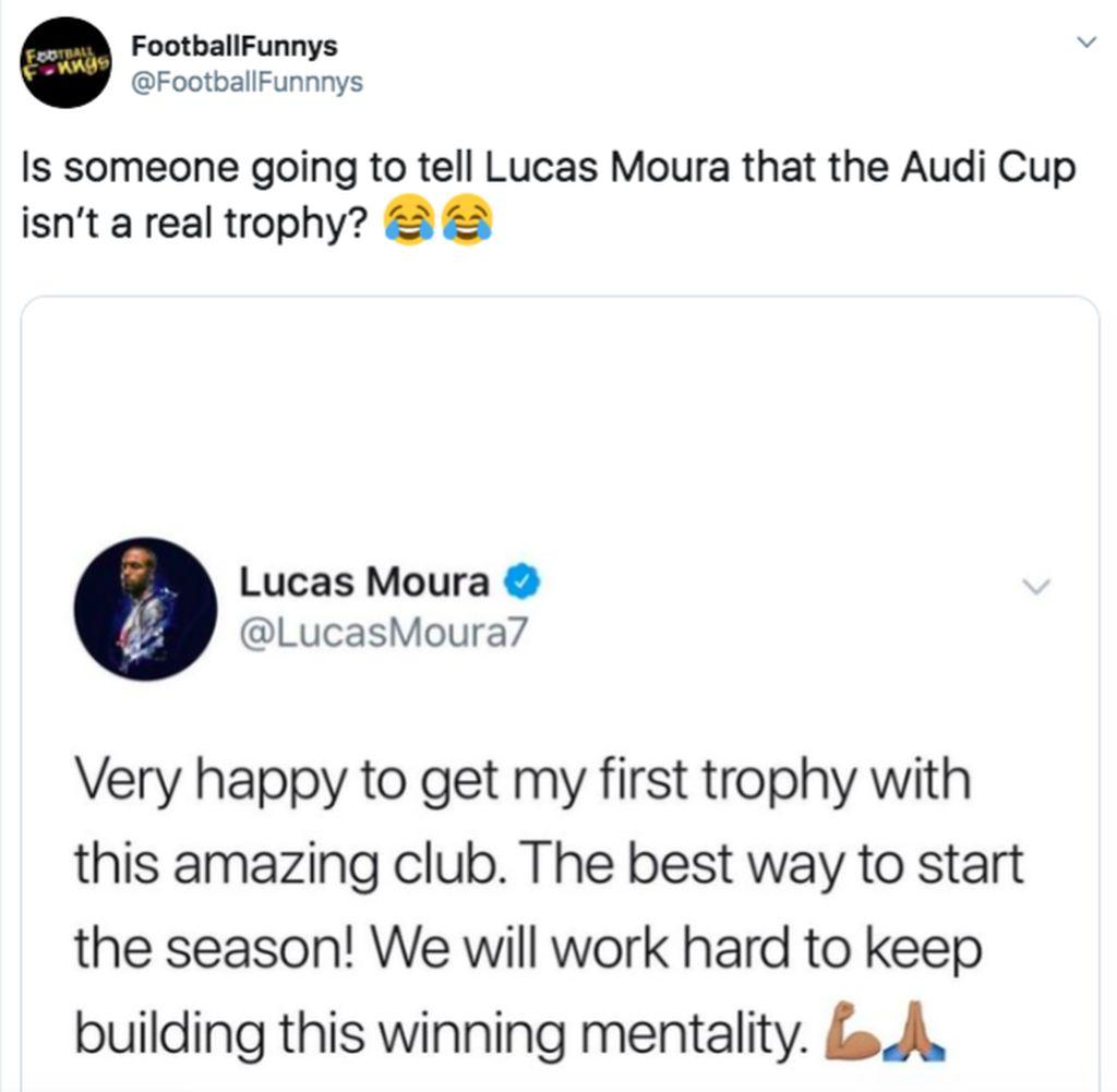 Inilah pernyataan penuh kebanggaan Moura bahwa dia sangat senang meraih trofi pertamanya dan akan bekerja keras membangun mental juara. Apa ada seseorang yang akan memberitahu Moura bahwa Audi Cup bukan piala yang nyata? tanya netizen ini. Foto: Twitter