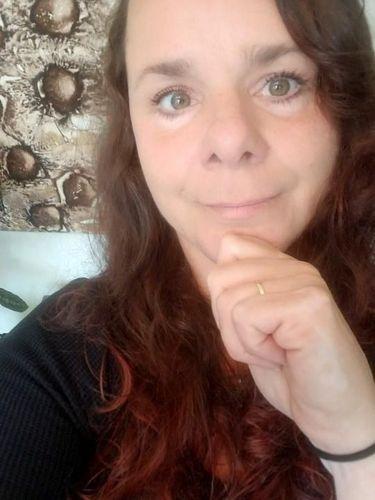 Kebiasaan Pakai Kuncir Rambut di Tangan, Syaraf Wanita Ini Rusak Permanen