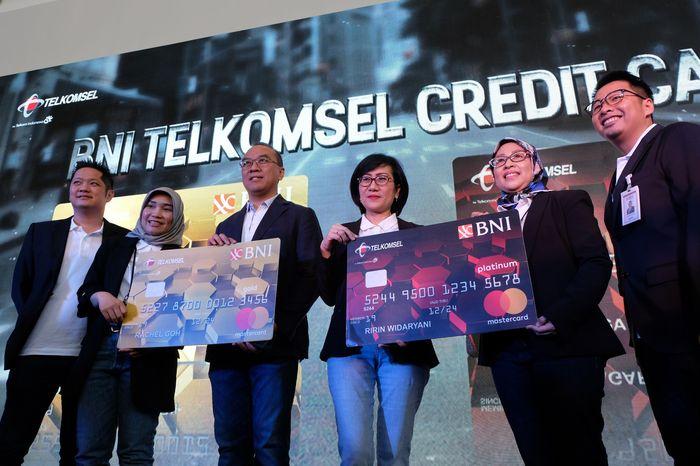Kartu Kredit BNI Telkomsel ini dapat dimanfaatkan oleh seluruh nasabah BNI maupun pengguna Telkomsel yang menggunakan layanan paska bayar Telkomsel. Foto: dok. Telkomsel