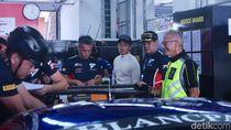 Video Mobil Rio Haryanto-David Tjipto Terkendala Mesin Bermasalah