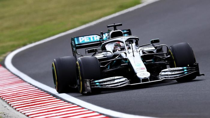 Lewis Hamilton tercepat di latihan bebas pertama GP Hongaria. (Foto: Mark Thompson/Getty Images)