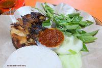 Makan Siang Pakai Pecel Ayam Enak di 5 Warung Tenda Ini