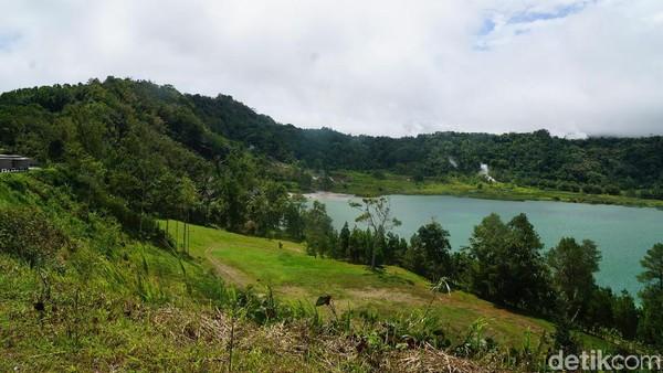 Untuk bisa masuk ke dalam kawasan danau, traveler dikenakan biaya Rp 25 ribu. (Syanti/detikcom)
