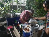Buburnya Tak Laku, Kakek Penjual Bubur Ini Jadi Viral