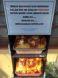 Inspiratif! Guru  Ini Bagi-bagi Kue Gratis untuk Muridnya yang Tidak Mampu