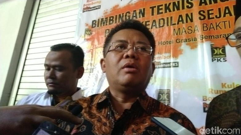Fahri Minta PKS Bayar Gugatan Rp 30 M, Sohibul Serahkan ke Pengacara