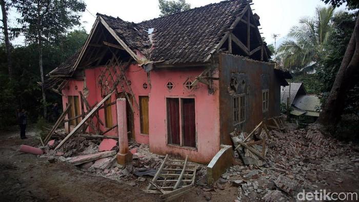 Gempa berkekuatan M 6,9 mengguncang kawasan Banten hingga terasa ke Jakarta. (Foto: Agung Pambudhy)