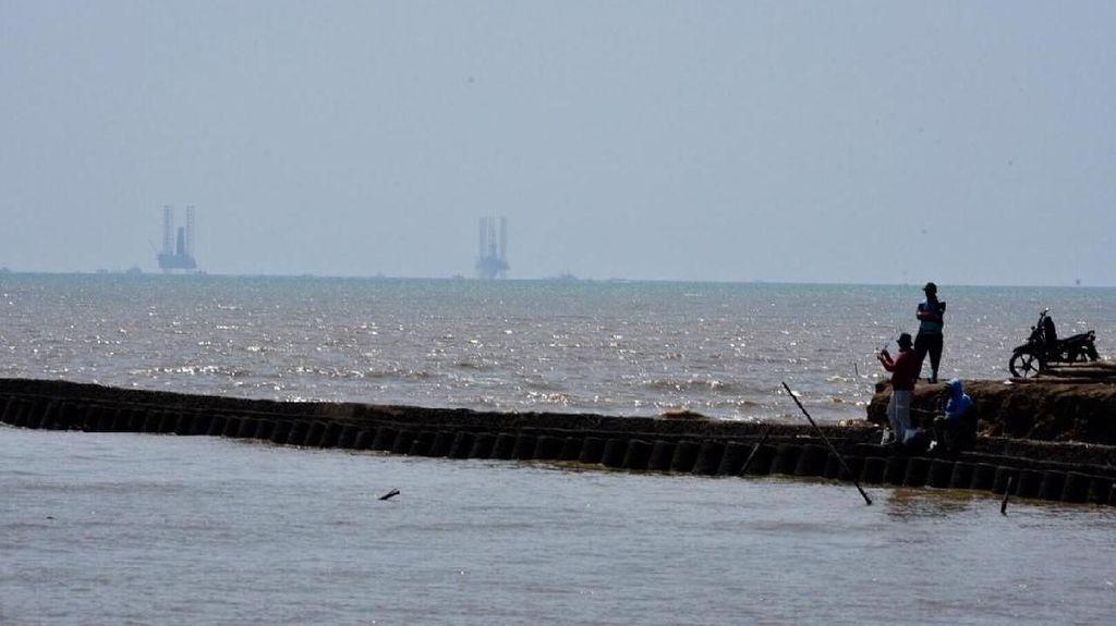 14.721 Warga Terdampak Tumpahan Minyak di Laut Karawang