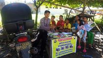 Kisah Polisi di Sulbar Sulap Motor Jadi Perpustakaan Keliling Demi Anak-anak