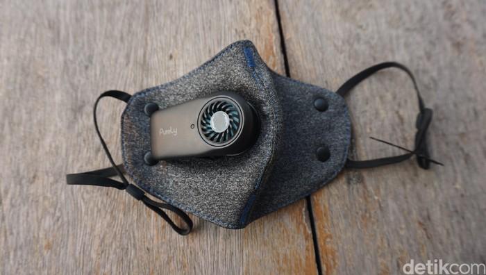 Masker elektrik dilengkapi dengan filter kipas bertenaga baterai yang diklaim bisa menangkal tingginya tingkat polusi di Jakarta. (Foto: Widiya/detikHealth)