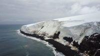 Pulau Bouvet yang dilapisi gletser (British Antarctic Survey)