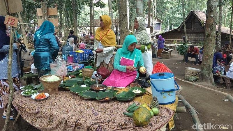 Pasar Tradisi Lembah Merapi ini berada di Gunung Gono, Desa Banyubiru, Kecamatan Dukun, Kabupaten Magelang. (Eko Susanto/detiktravel)