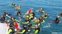 Detik-detik Kapolri Ikut Aksi Rekor Selam Guinness World di Manado