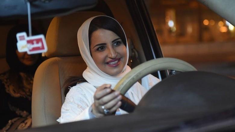 Arab Saudi Izinkan Wanita Pergi ke Luar Negeri Tanpa Izin Wali Pria