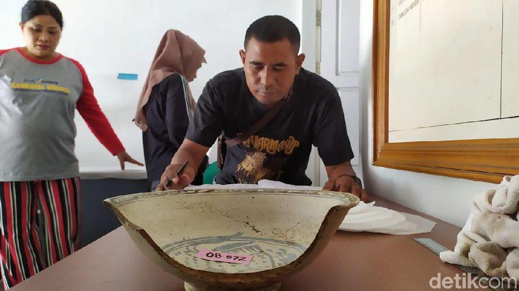 UNESCO Bantu Restorasi Koleksi Keramik Rusak Akibat Gempa Palu