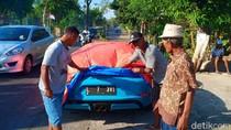Super Car yang Ringsek Kecelakaan di Magetan Jadi Tontonan Warga