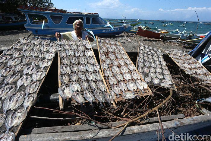Begini penampakan ikan kerapu yang telah dioleh sejumlah emak-emak di Pelabuhan Tanjung Luar, Lombok, NTB.