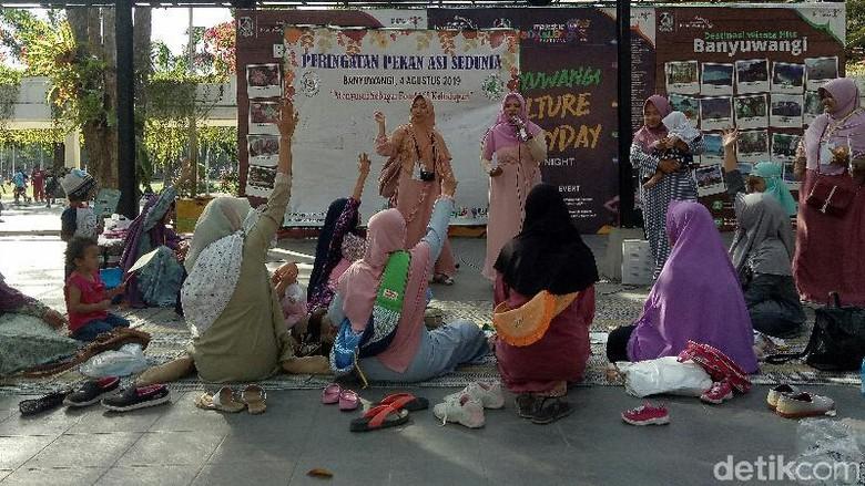 Ibu-ibu Menyusui Massal Car Free Day Taman Blambangan Banyuwangi