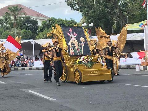 Tangis Haru Anne Avantie Warnai Puncak Jember Fashion Carnaval 2019