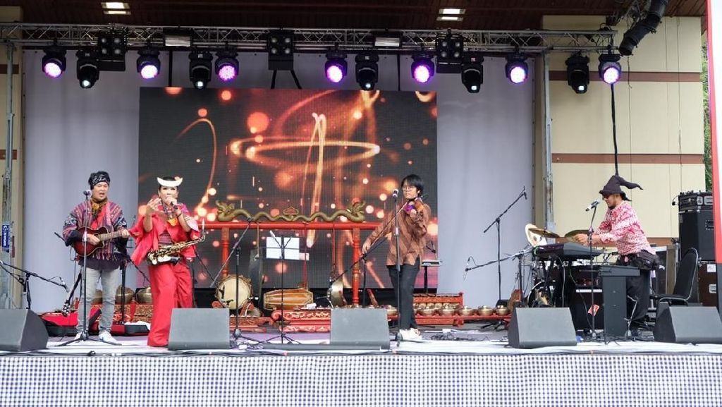 Keren, Band Wonderful Indonesia Sihir Warga Rusia