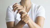 Kata Dokter Soal Dampak Kebiasaan Bunyikan Tangan Saat Pegal