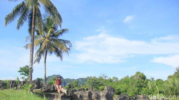 Menjelajahi objek wisata Karst Rammang-rammang di Maros, Sulawesi Selatan memang seolah tidak pernah habis (Moehammad Bakrie/detikcom)