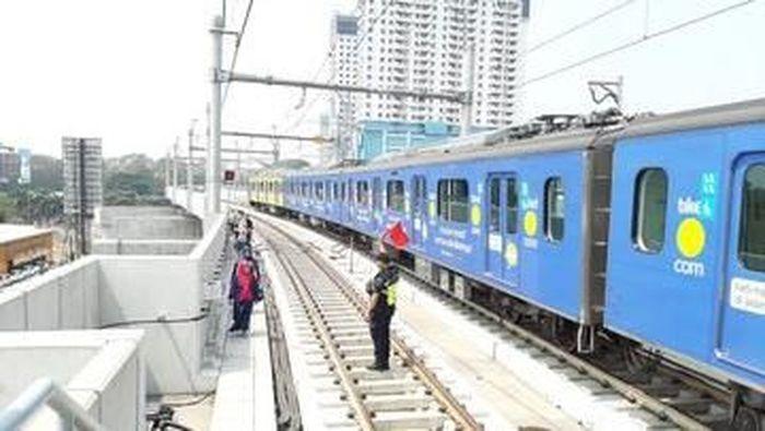 Foto: Evakuasi penumpang MRT imbas listrik padam (Twitter MRT)