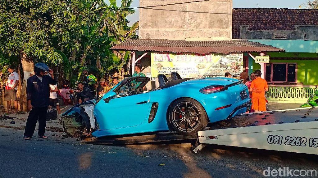 Super Car yang Ringsek Kecelakaan di Magetan Diderek