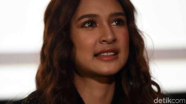 Mikha Tambayong Si Mahasiswi Cantik