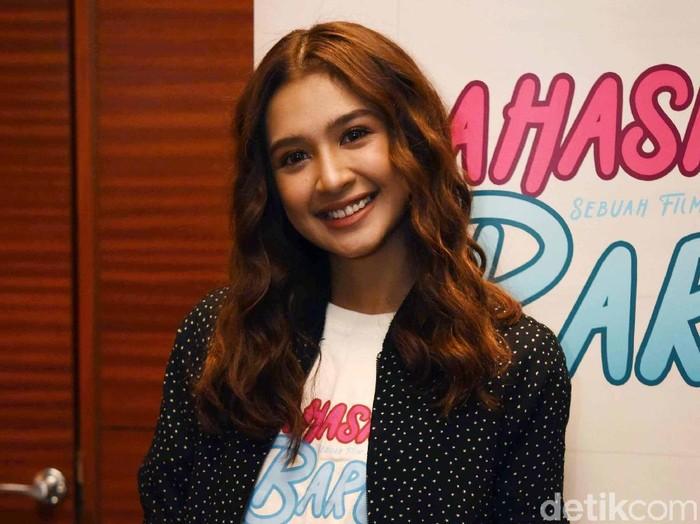 Mikha Tambayong ditemui di acara prescreening film Mahasiswi Baru di Plaza Senayan, Jakarta Pusat belum lama ini.