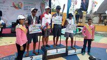 Cerita Dua Sahabat Juarai Stand Up Paddling di Tanjung Kelayang