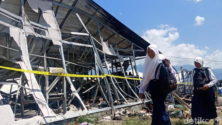 Huntara Pengungsi Korban Gempa Palu Terbakar