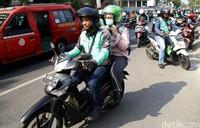 Pemadaman listrik massal yang terjadi di sejumlah wilayah Jakarta hingga Jawa Barat berdampak ke sejumlah sektor. Salah satunya adalah layanan ojek online.